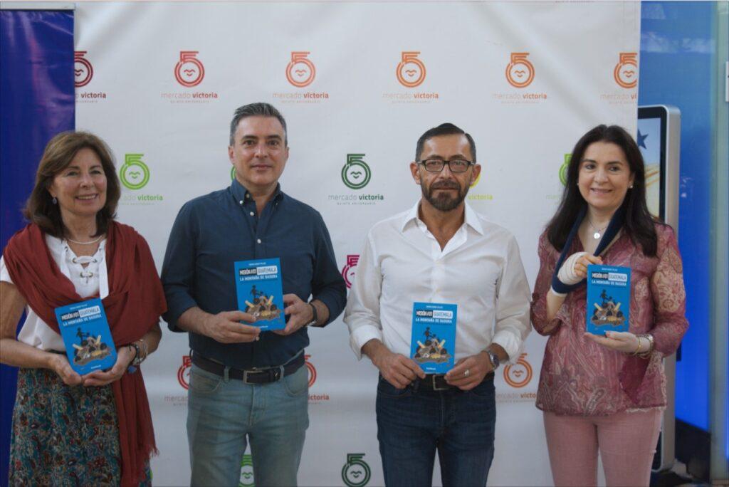 """Presentación-del-libro-Un-sábado-de-tantos-1-1024x684 El Mercado Victoria ha acogido la presentación del libro """"Un sábado de tantos"""" escrito por el misionero de Manos Unidas Sergio Godoy"""