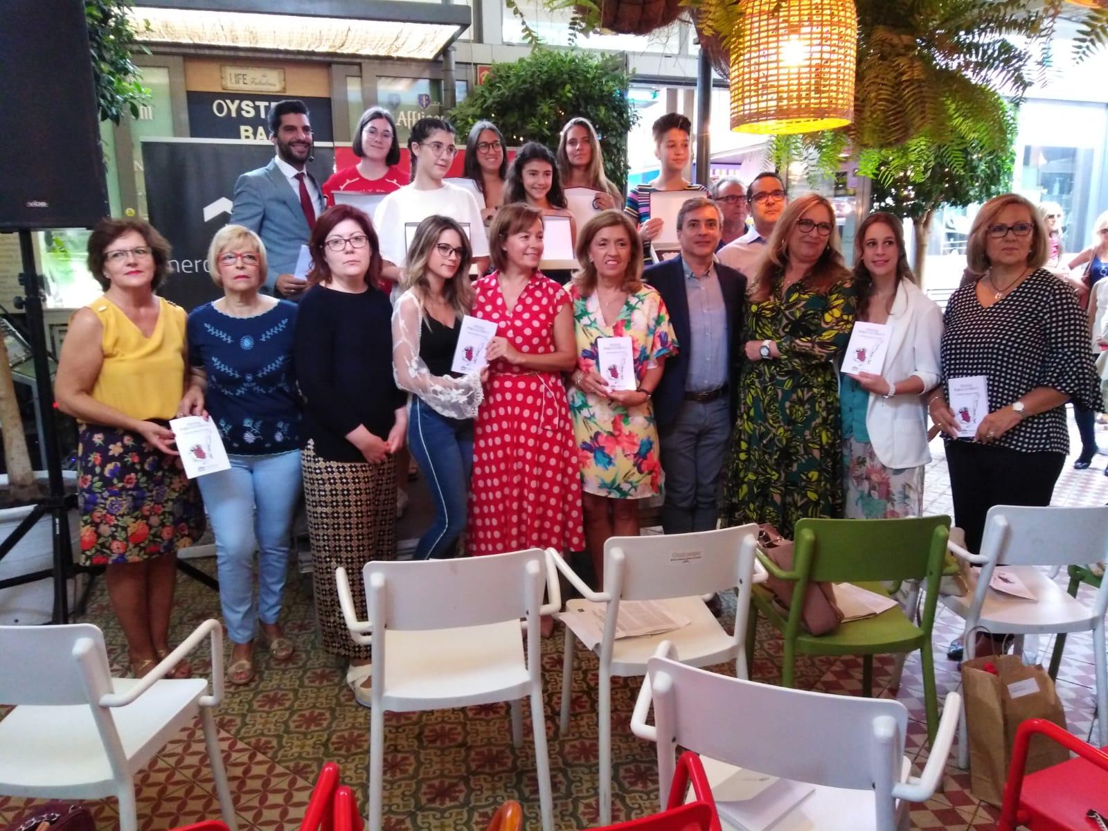 Premiados-Tintas-para-la-Vida Alrededor de 150 personas asisten a la entrega de premios del V Concurso andaluz de poesía 'Tintas para la Vida' que organiza el Hospital Reina Sofía