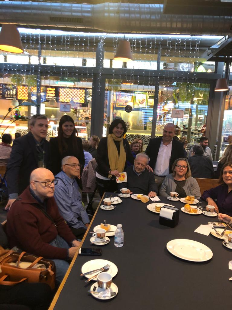 Merienda-Solidaria-20 El Mercado Victoria y el Ayuntamiento de Córdoba acercan la Navidad a cincuenta personas del programa de Atención Domiciliaria